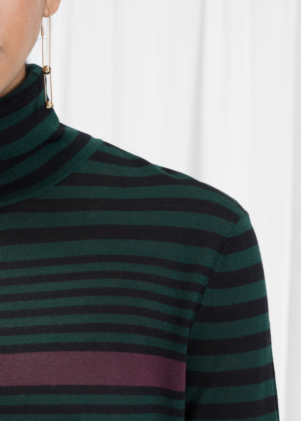 Detailed image of Stories turtleneck sweater in green