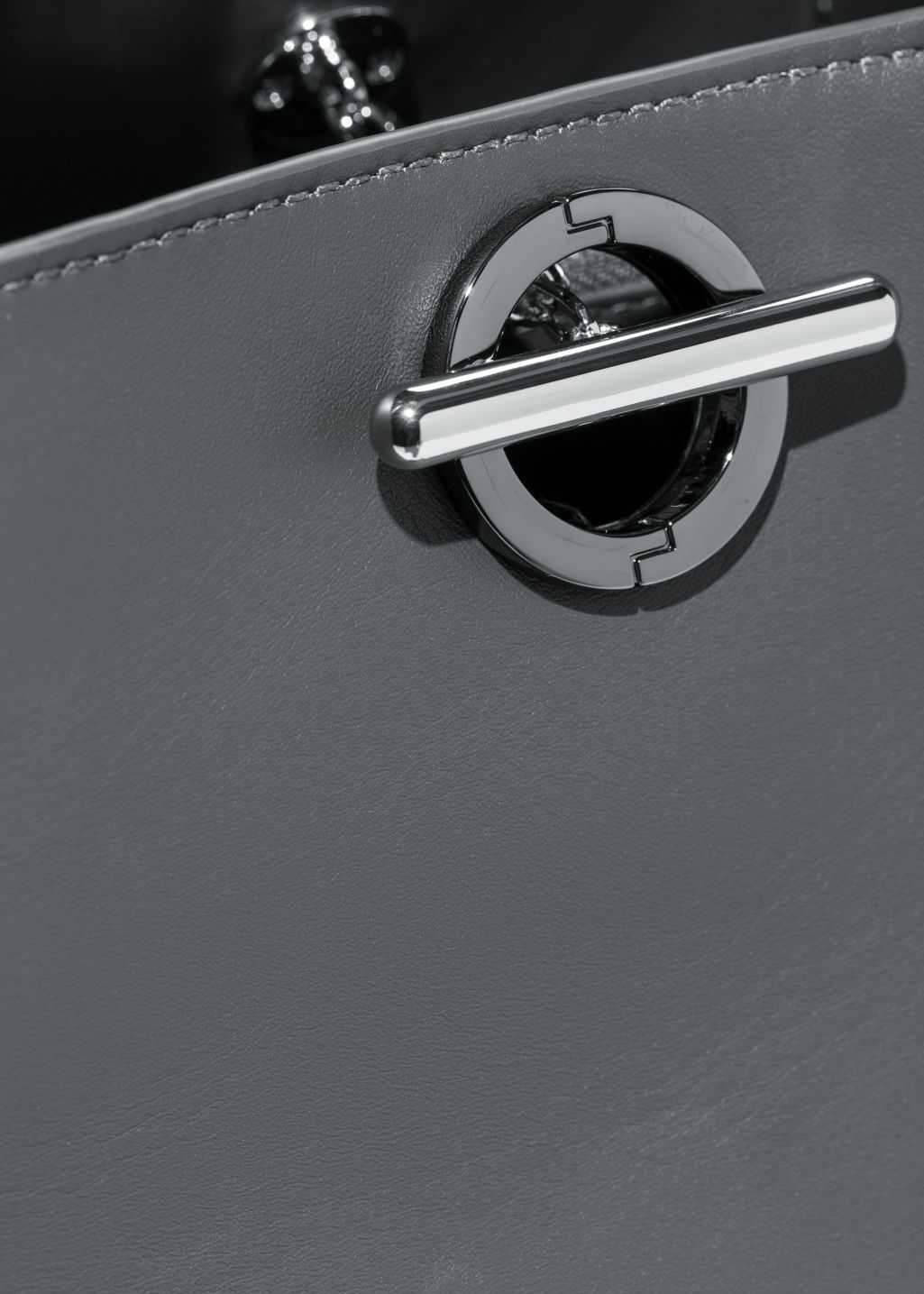 Detailed image of Stories large leather chain bag in grey