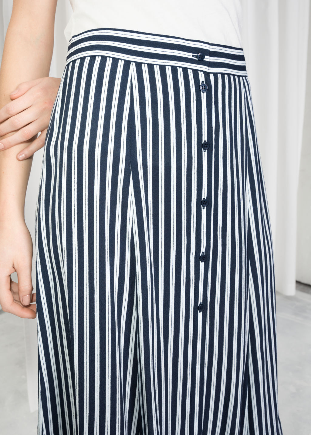 Detailed image of Stories poppy print midi skirt in blue