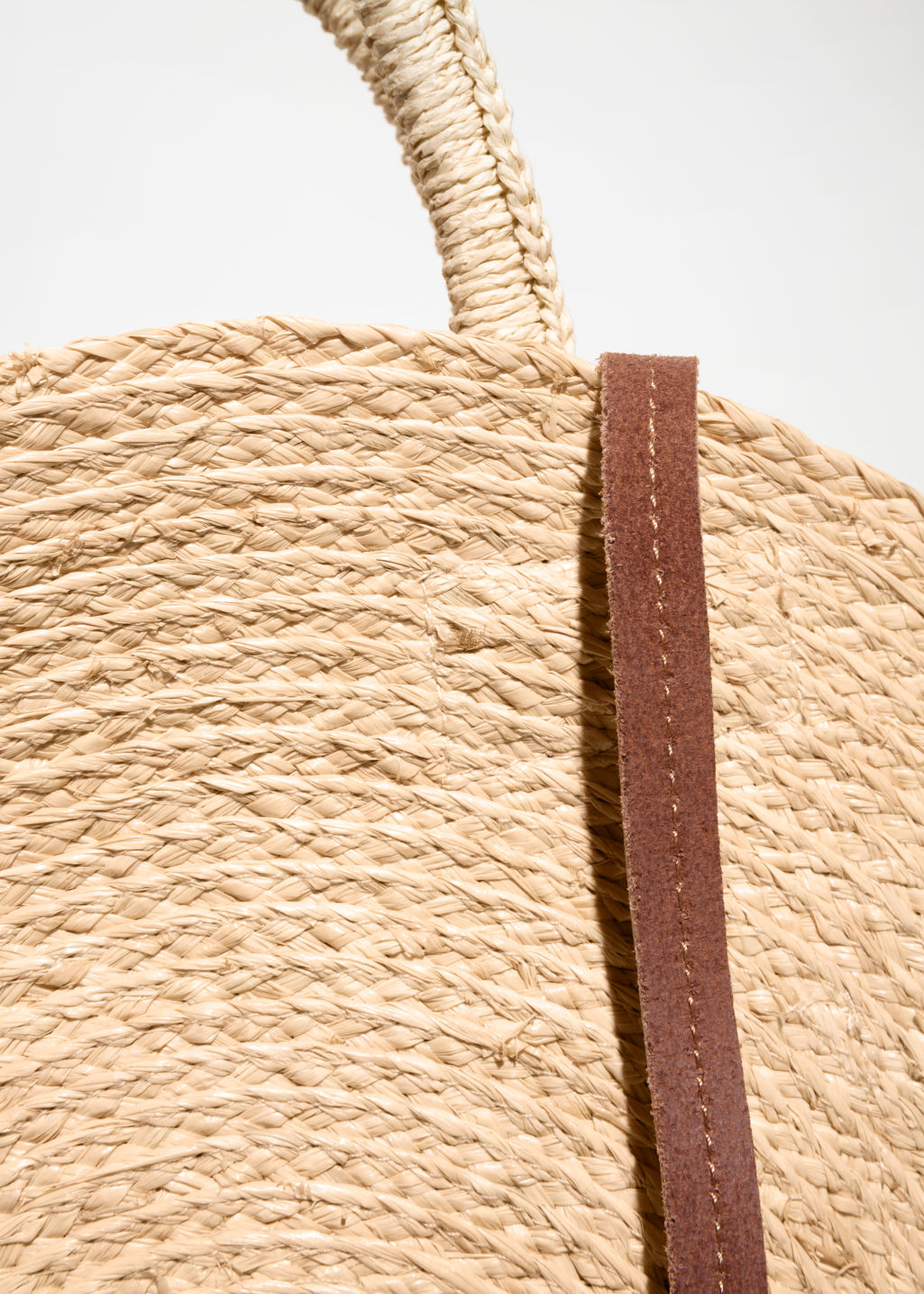 Detailed image of Stories straw circle bag in beige
