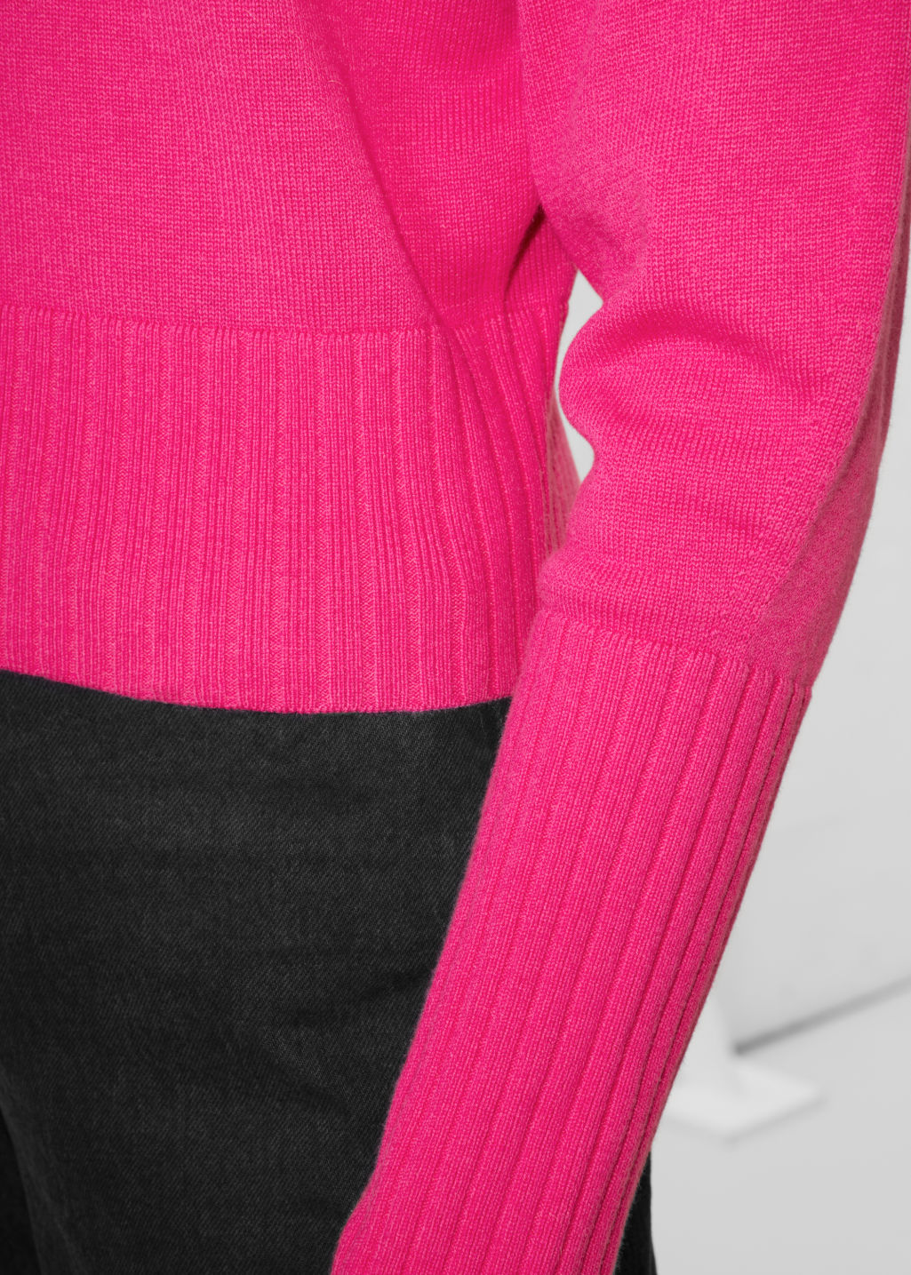 Detailed image of Stories cropped sweater  in pink