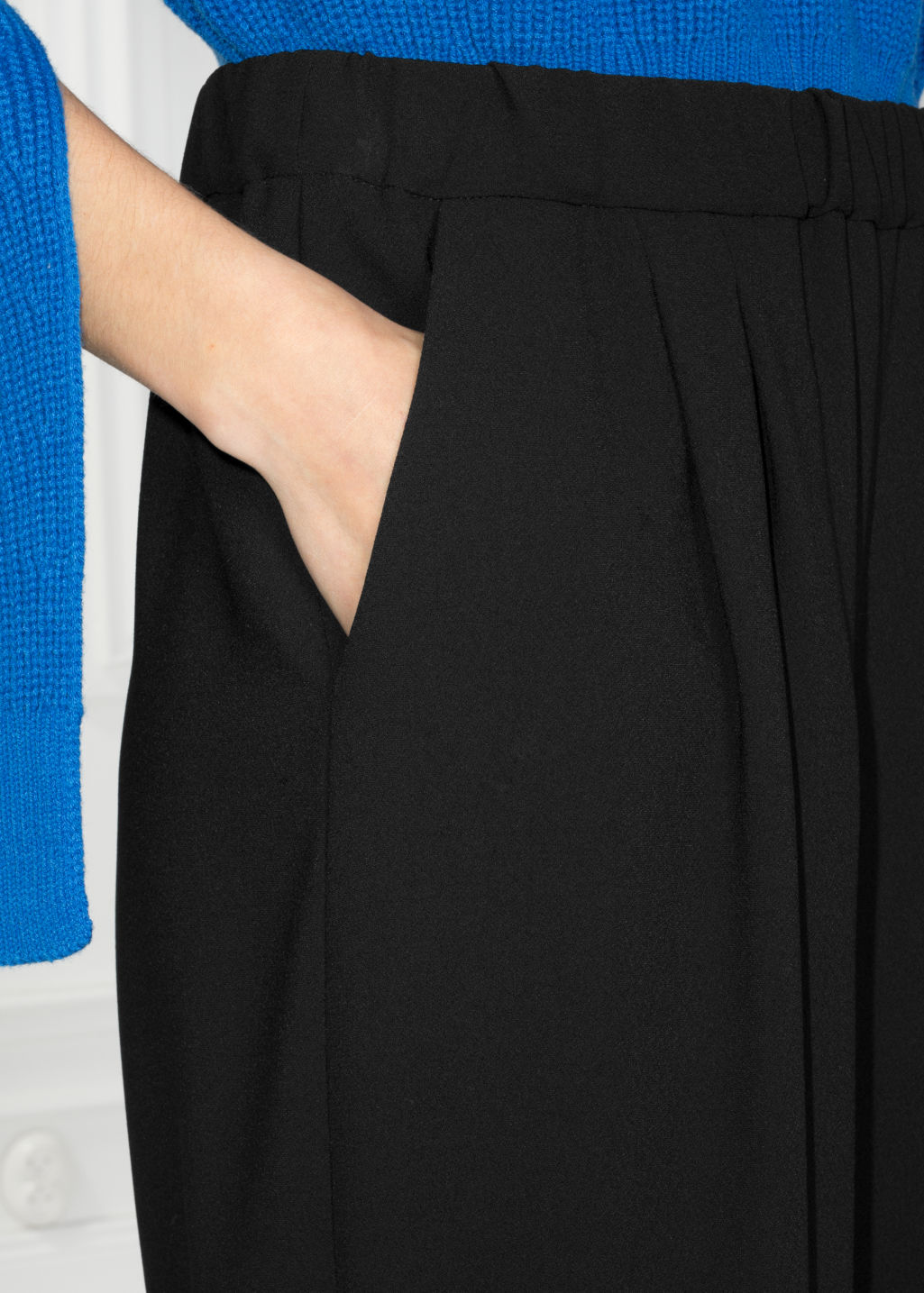 Detailed image of Stories mid rise culottes in black