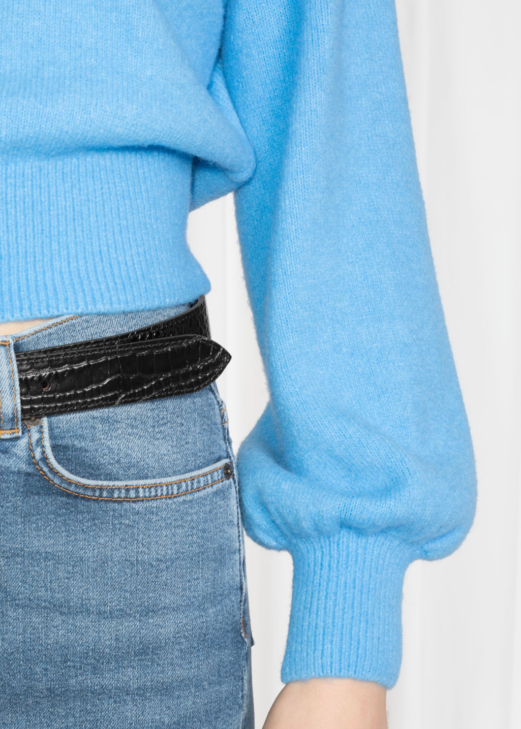 Detailed image of Stories cropped sweater in blue