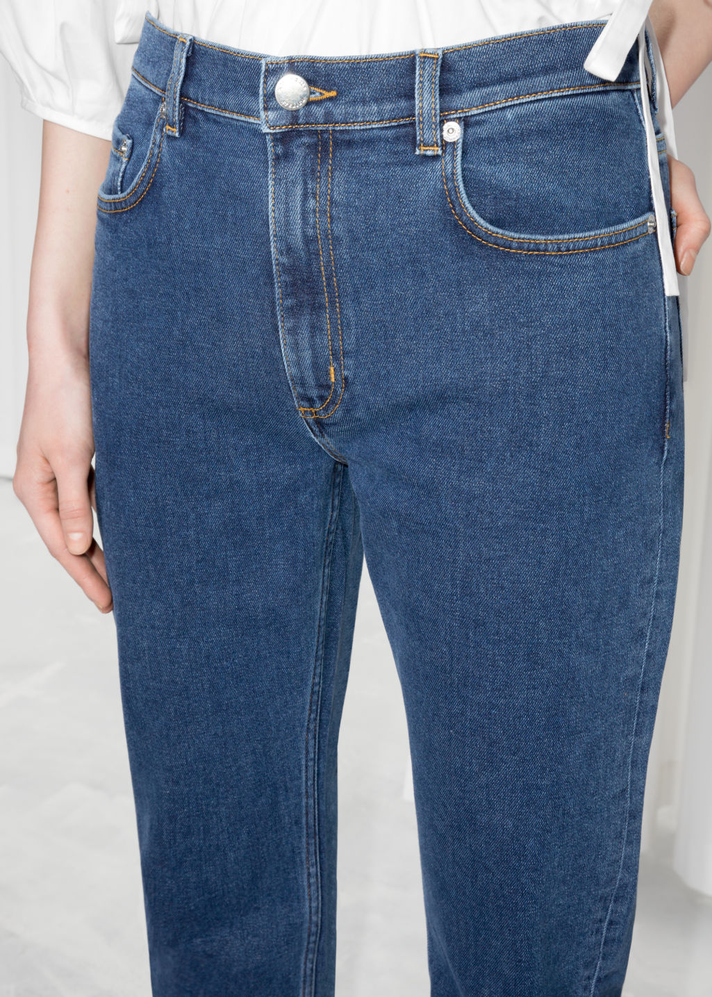 Detailed image of Stories loose tapered fit jeans in blue